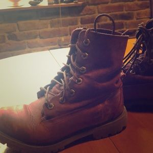 Timberland red ankle boots, a bit of combat style